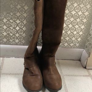 Shoes - BROWN RIDING BOOTS!